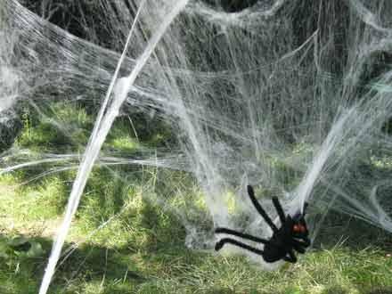 Künstliche Spinne beim Freiluftkino 2008 im Kinomuseum Vollbüttel
