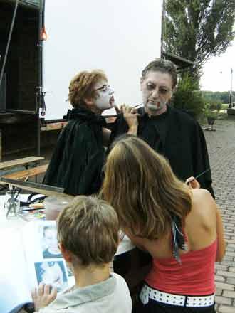 Vampir schminken beim Freiluftkino 2008 im Kinomuseum Vollbüttel