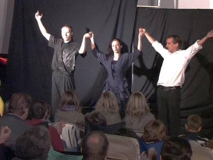 Darsteller des Zirkus Dobbelino beim Freiluftkino 2008 im Kinomuseum Vollbüttel