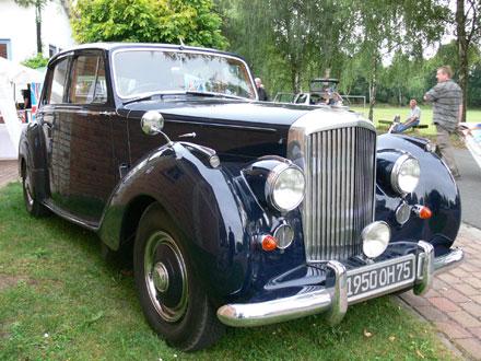 Die Bentley Limousine in voller Grösse beim Freiluftkino 2009 im Kinomuseum Vollbüttel