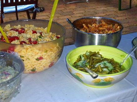 Leckere Salate beim Freiluftkino 2010 im Kinomuseum Vollbüttel