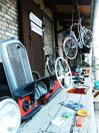 Felges Fahrradwerkstatt beim Freiluftkino 2010 im Kinomuseum Vollbüttel