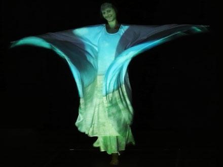 Miss Serpentine alias Karen Voigt beim Freiluftkino 2010 im Kinomuseum Vollbüttel