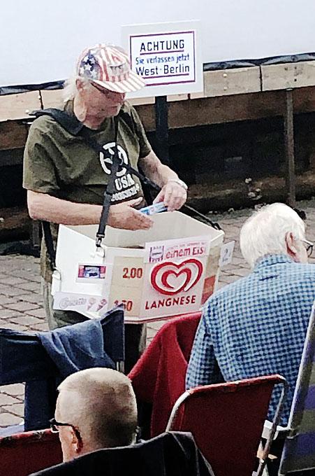 Eisverkauf beim Freiluftkino 2019 im Kinomuseum Vollbüttel
