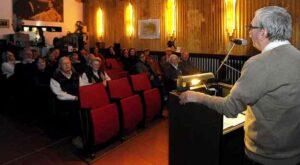 Thomas Garzke mit Publikum im Kinomuseum Vollbüttel